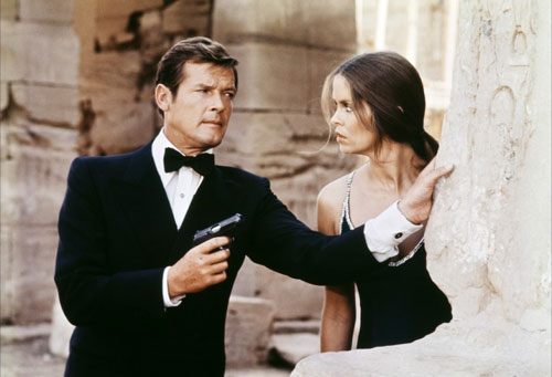 007-roger-moore