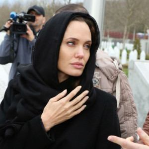 Angelina-Jolie szamaritánus