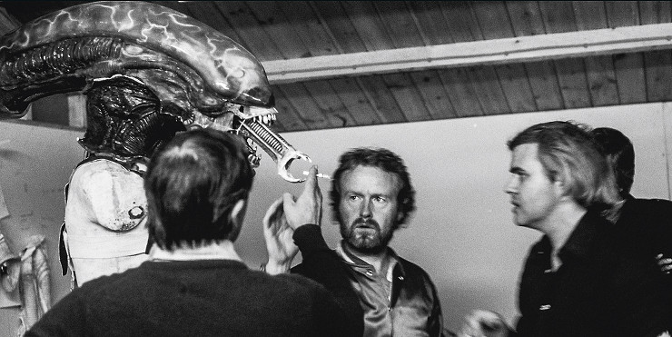 giger-alien-on-set