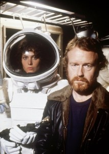 sigourney-weaver-and-ridley-scott-in-alien-(1979)-001