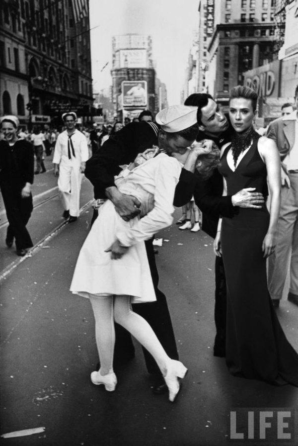 john-travolta-scarlett-johansson-kiss-21