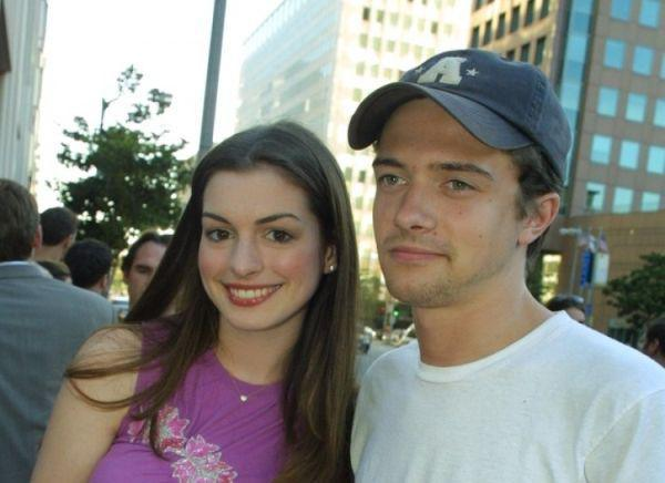 Anne Hathaway Topher Grace