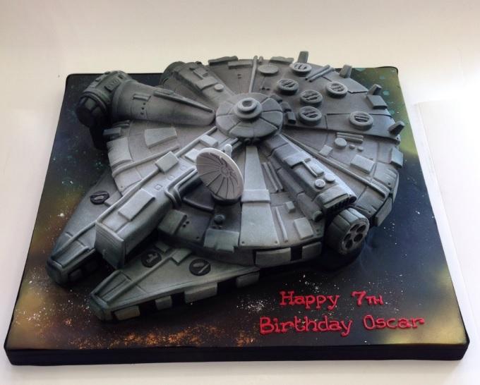 Star Wars Milenium Falcon Cake