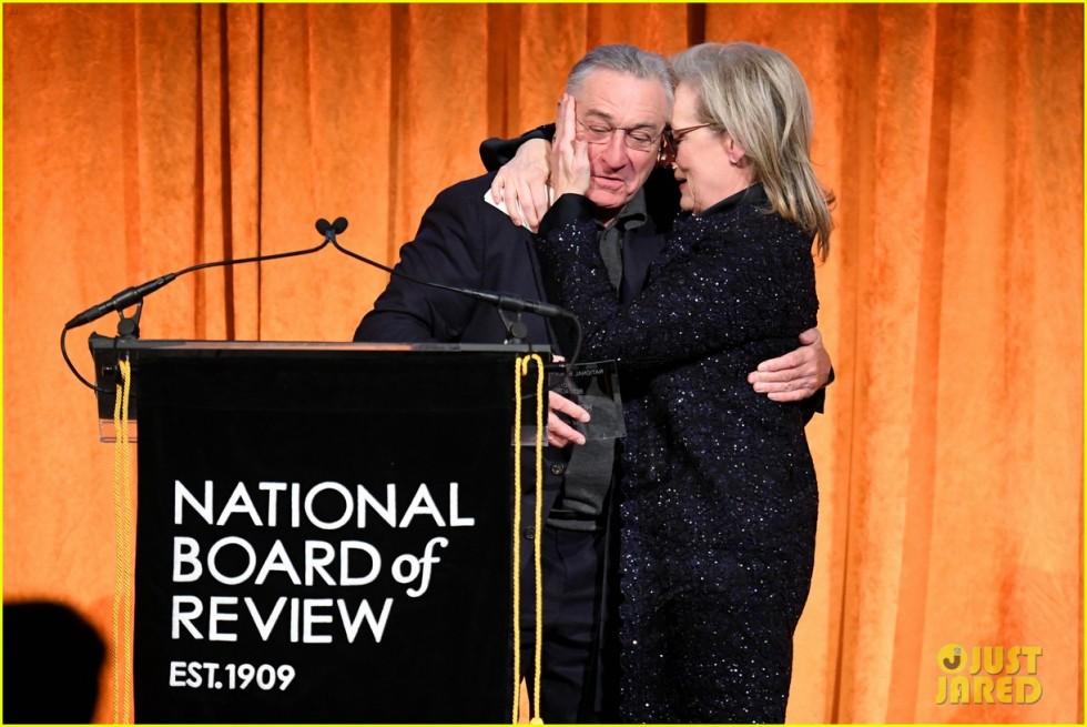 meryl streep kisses robert de niro while being honored at nbr awards 16