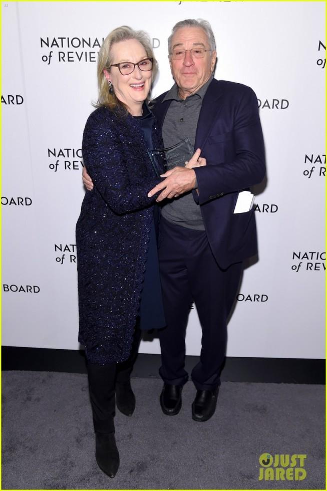 meryl streep kisses robert de niro while being honored at nbr awards 19