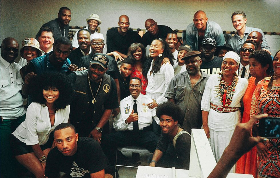the cast of the wire recreated scenes from the baltimore community in the wake of freddie grays death 111 179 1437419641