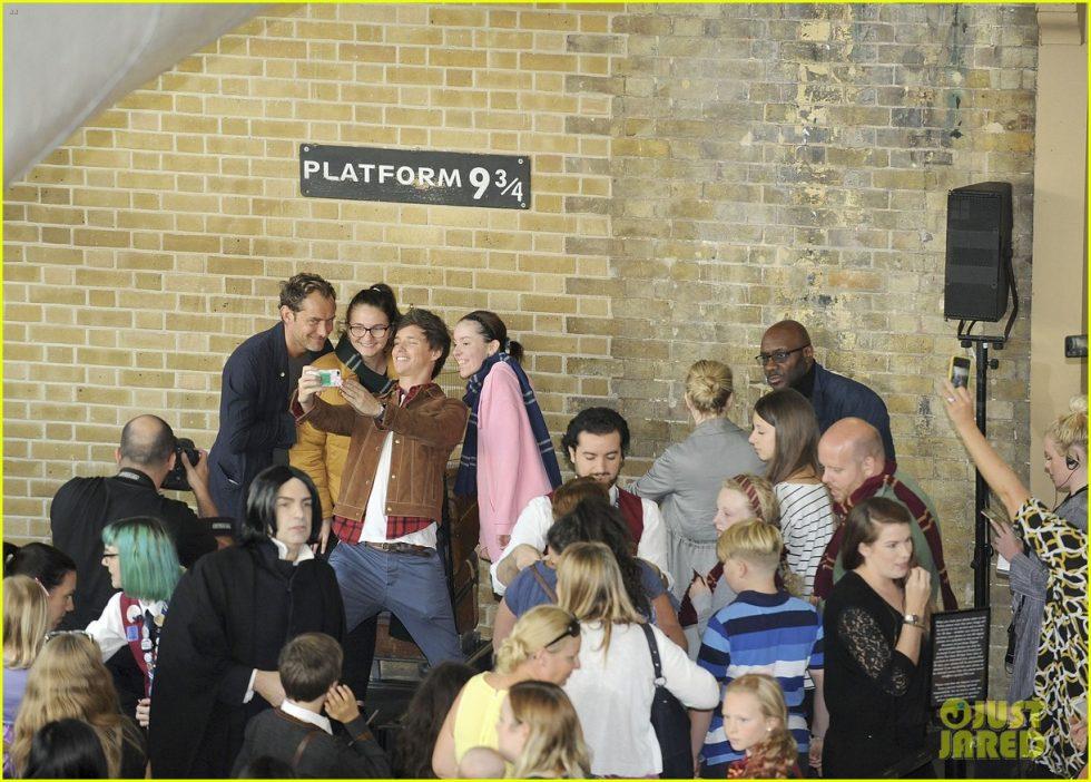jude law eddie redmayne hogwarts day 06