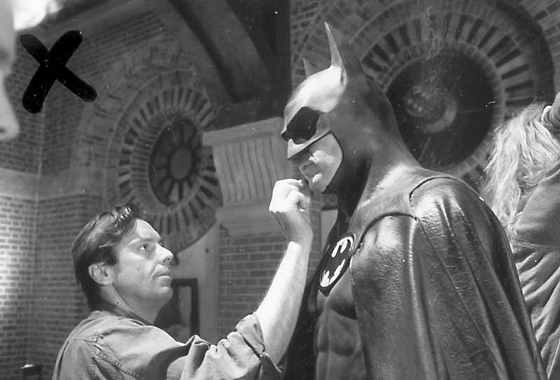 Paul Engelen and Michael Keaton on the set of Batman